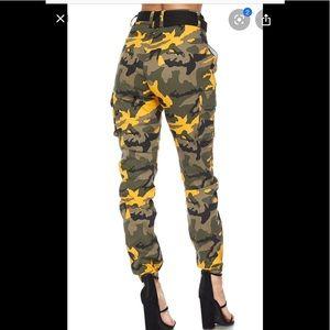 Camouflage high waist cargo jeans